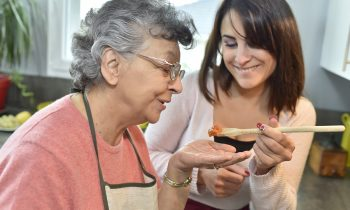 How to Help Your Elderly Loved One to Eat Just the Right Amount of Food